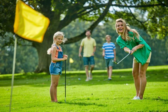 family playing golf hengar